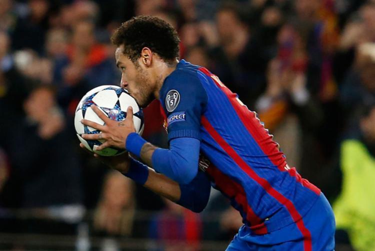 Neymar só fez 6 gols de cabeça pelo Barcelona em 174 jogos - Foto: Pau Barrena | AFP