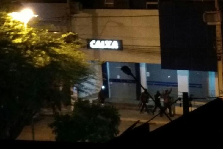 Resultado de imagem para Polícia frustra assalto a bancos em Irecê