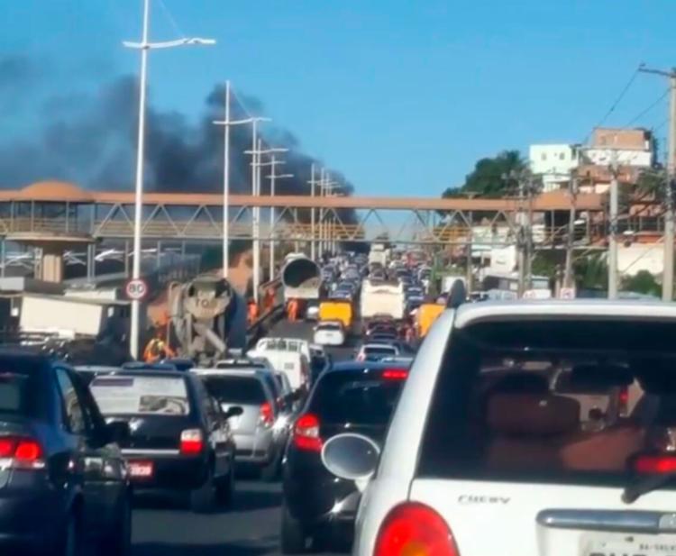 Grupo montou bloqueio e engarrafamento chegou a 10 km - Foto: Cidadão Repórter | Via WhatsApp