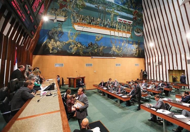 A liderança do governo reúne-se pela manhã com a base para tratar dos vetos - Foto: Vaner Casaes l AL-BA