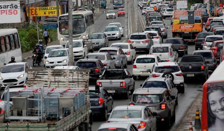 Cerca de 110 mil veículos passam diariamente pela região - Foto: Adilton Venegeroles | Ag. A Tarde