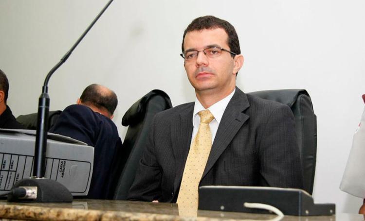 Juiz José Brandão Netto diz que o objetivo é combater a evasão escolar - Foto: Carlos Augusto | Reprodução | Jornal Grande Bahia