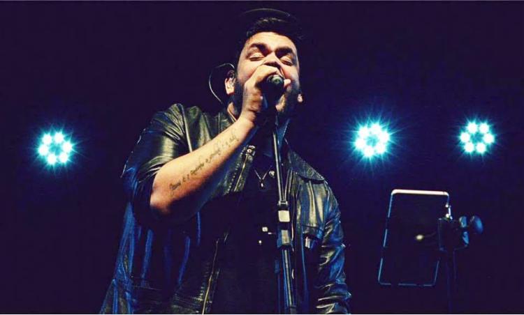 Luciano Castilho apresenta