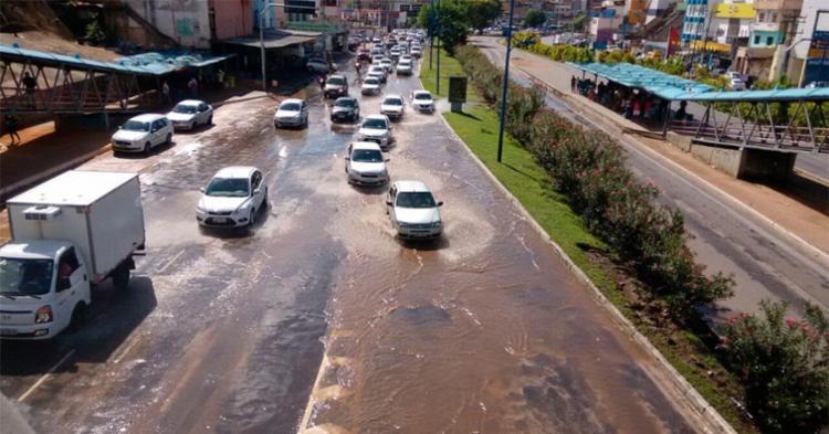 Pista molhada afetou trânsito na Vasco da Gama - Foto: Edilson Lima | Ag. A TARDE