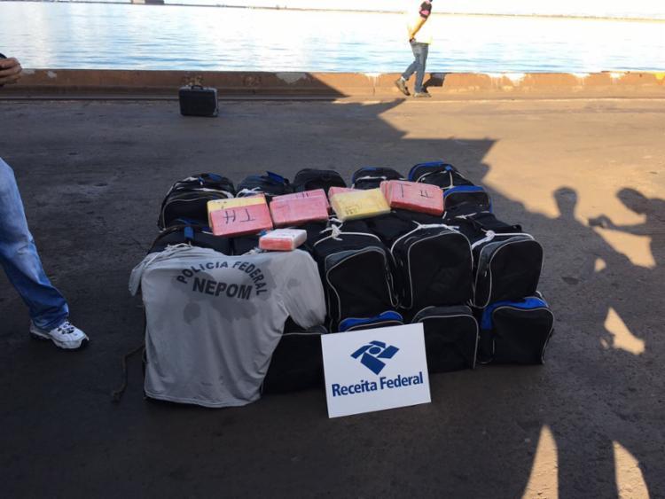 A droga estava escondida em 20 bolsas e tinha como destino o porto de Antuépia na Bélgica - Foto: Divulgação | Receita Federal