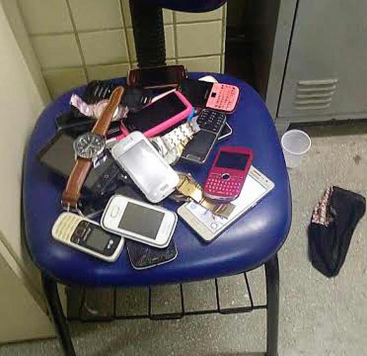 Os objetos estavam com dois homens e um adolescente - Foto: Divulgação   Polícia Militar
