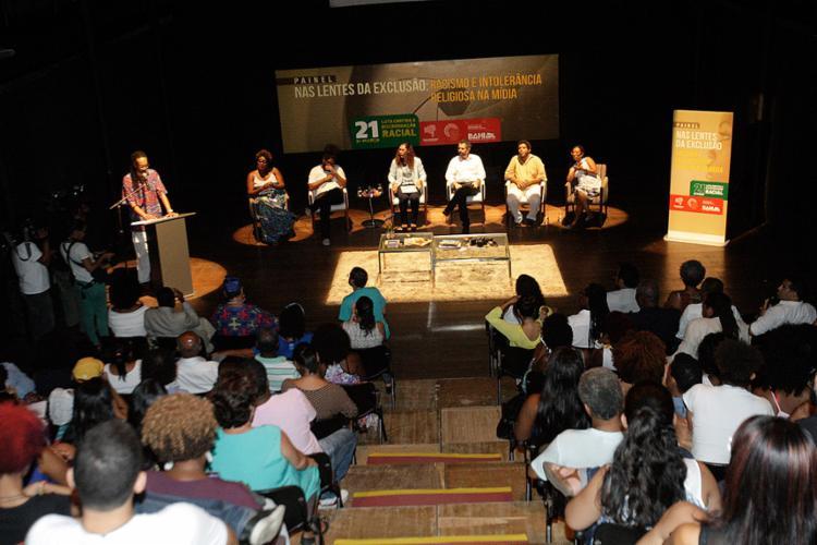 Evento com jornalistas e escritores foi sediado no TVV - Foto: Margarida Neide l Ag. A TARDE