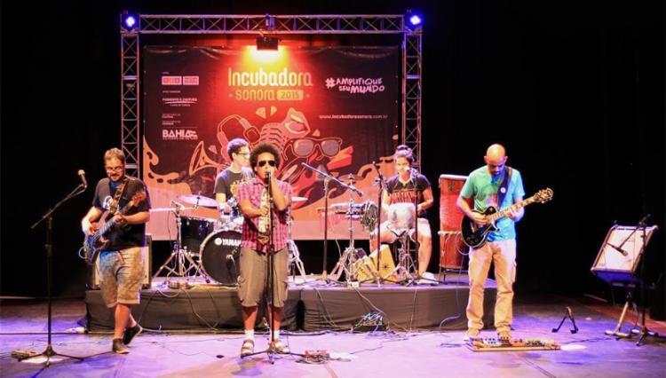 Irmão Carlos e o Catado em apresentação no Incubadora Sonora - Foto: Denisse Salazar | Divulgação