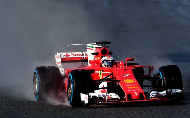 Kimi Raikkonen reacende a esperança da Ferrari de voltar a lutar pelo título - Foto: Reprodução | AFP