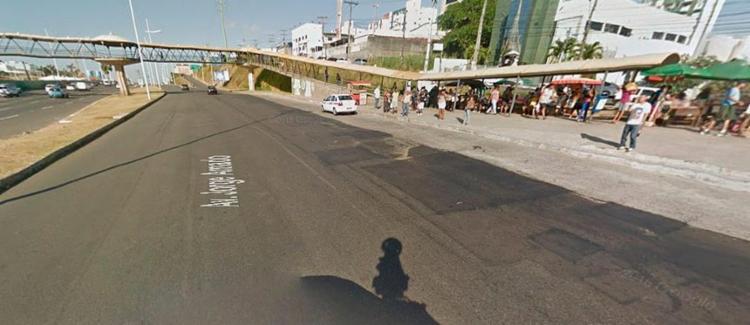 A intervenção é para remoção de parte danificada da passarela - Foto: Reprodução   Google Maps