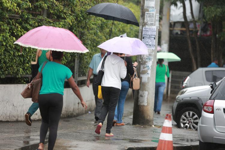 Tempo chuvoso deve permanecer até domingo - Foto: Joá Souza | Ag. A TARDE