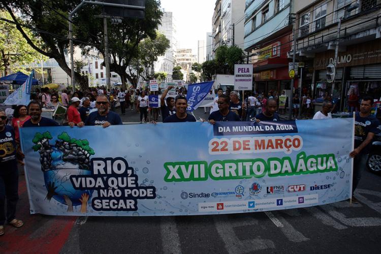 Integrantes do ato público caminharam do Campo Grande à praça Castro Alves - Foto: Margarida Neide l Ag. A TARDE