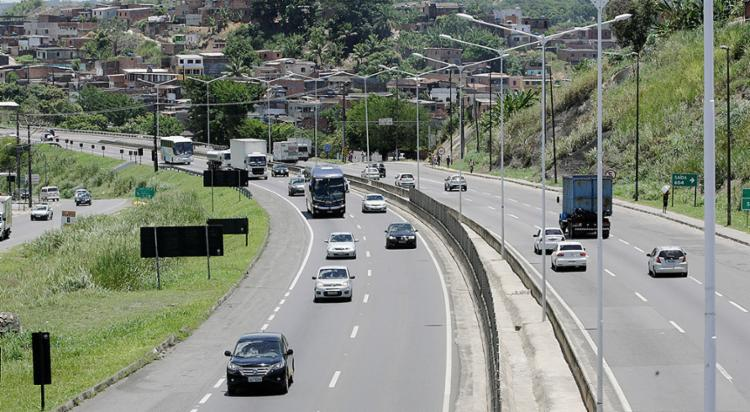 Trânsito foi intenso na BR-324 (Simões Filho) nesta quinta-feira, 2 - Foto: Luciano da Matta l Ag. A TARDE