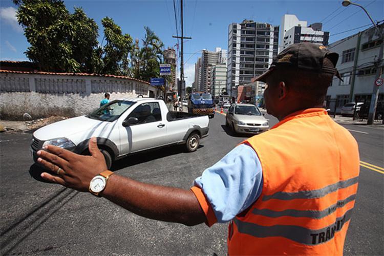 Transalvador vai monitorar o fluxo de veículos, além interditar algumas vias - Foto: Edilson Lima | Ag. A TARDE
