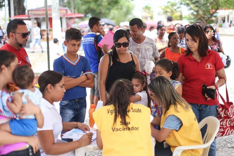 Moradores de Alagoinhas (BA) estão sendo vacinados após morte de macacos com febre amarela na zona rural - Foto: Raul Spinassé l Ag. A TARDE l 8.3.2017