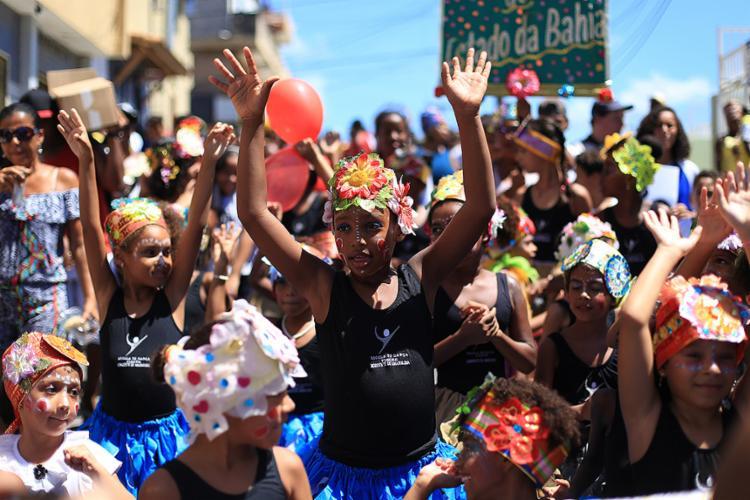 Crianças que realizam atividades no Centro Social Urbano fizeram performance - Foto: Raul Spinassé l Ag. A TARDE