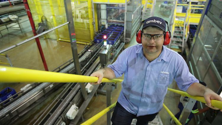 Guilherme conquistou uma vaga de trainee na Ambev - Foto: Joá Souza l Ag. A TARDE
