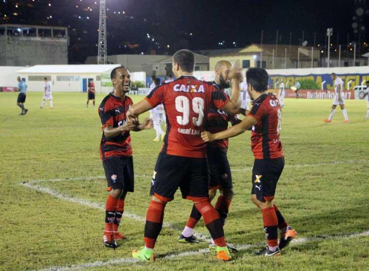 Jogadores do Vitória comemoram mais um triunfo no Baianão - Foto: Moysés Suzart | EC Vitória