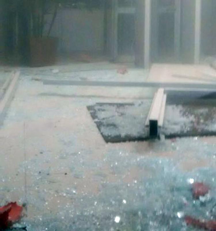 Agência do Bradesco ficou parcialmente destruída após explosão - Foto: Reprodução | Blog do Valente