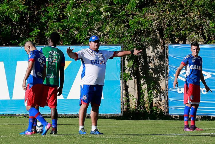 Guto Ferreira treinou sua equipe principal completa no Fazendão - Foto: Felipe Oliveira l EC Bahia