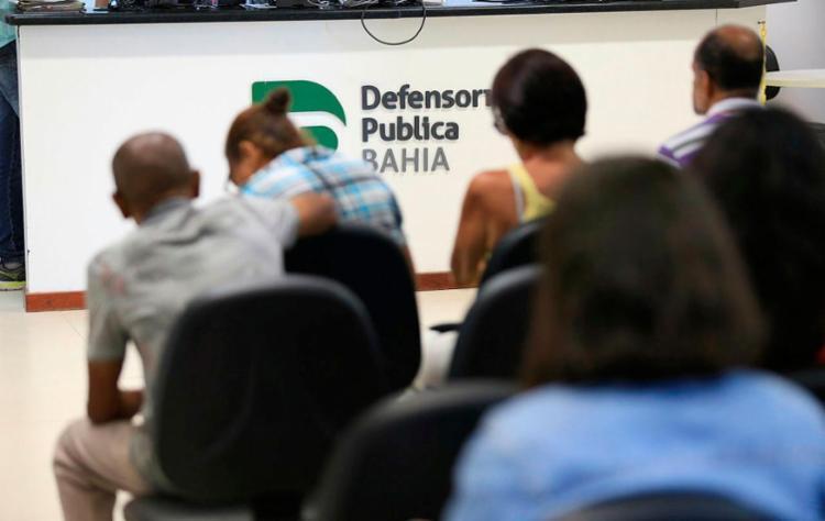 Defensoria conta de 276 profissionais, número insuficiente para atender público - Foto: Raul Spinassé | Ag. A TARDE