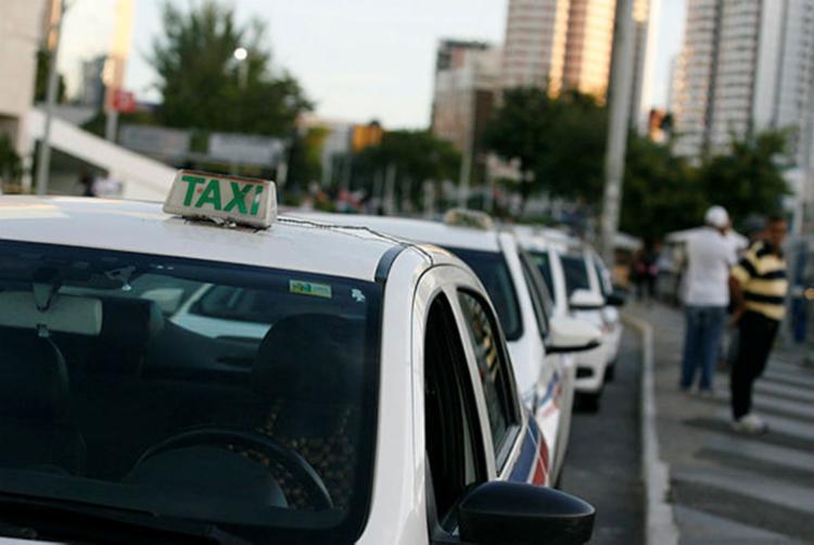 O app já está operando no cadastro de taxistas por meio do site - Foto: Joá Souza | Ag. A TARDE
