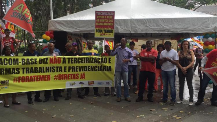 O protesto reuniu lideranças do CTB, CUT e APLB - Foto: Divulgação | CUT-BA