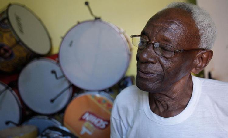 Mestre Paulinho, 64, tocou em muitas casa de shows - Foto: Margarida Neide   Ag. A TARDE