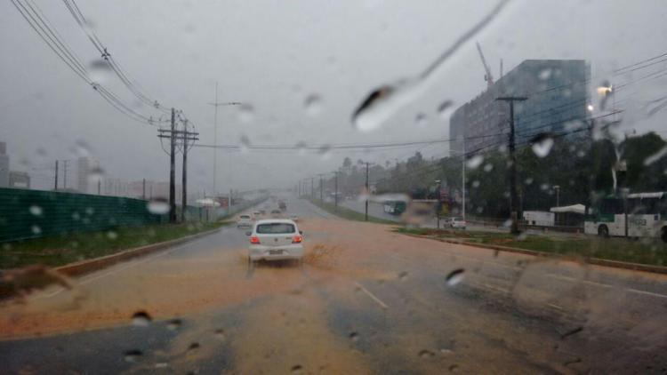 Chuva causou pontos de alagamentos em vias de Salvador - Foto: Iloma Sales | Ag. A TARDE