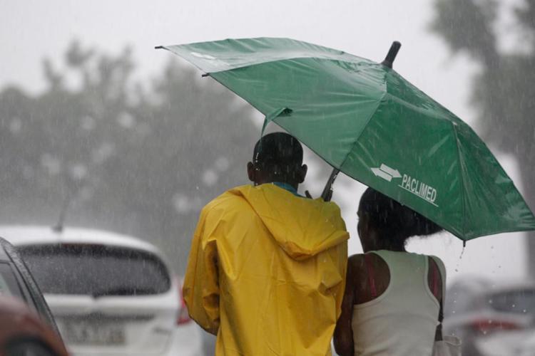 nstituto Nacional de Meteorologia alerta que a intensidade só vai diminuir ao longo da próxima semana - Foto: Raul Spinassé | Ag. A TARDE