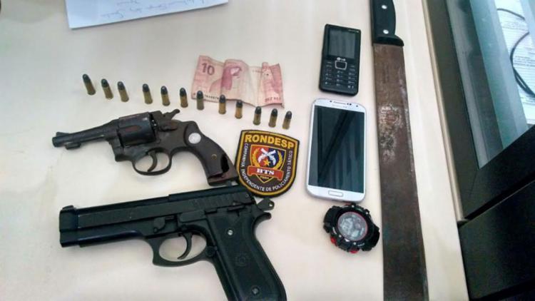 Armas foram apreendidas e levadas para a delegacia - Foto: Divulgação | Polícia Militar