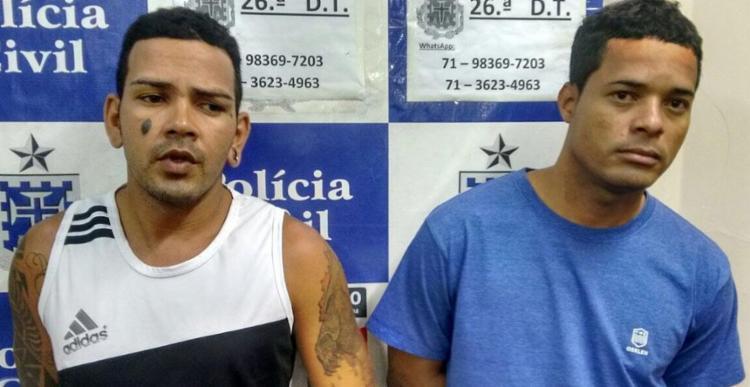 Roberto Conceição dos Santos, o Beto, e Tone Fernandes Silva Brito, o Doido, foram autuados em flagrante pelo porte das armas e tráfico de droga - Foto: Divulgação | Polícia Civil