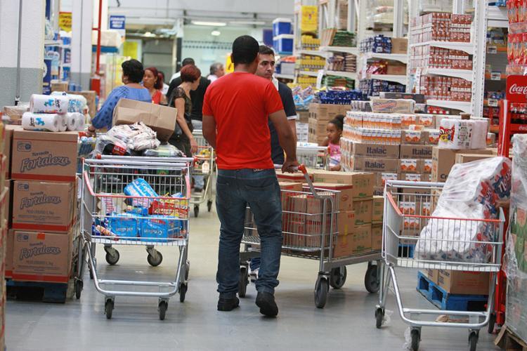 O levantamento mostrou que as vendas nos supermercados diminuíram 16,2% - Foto: Joá Souza l Ag. A TARDE l 10.11.2016