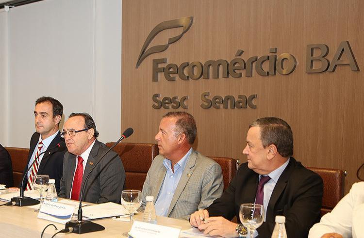 Publicação foi apresentada em reunião dos assessores parlamentares das federações do comércio de todo o país - Foto: Divulgação l Fecomércio