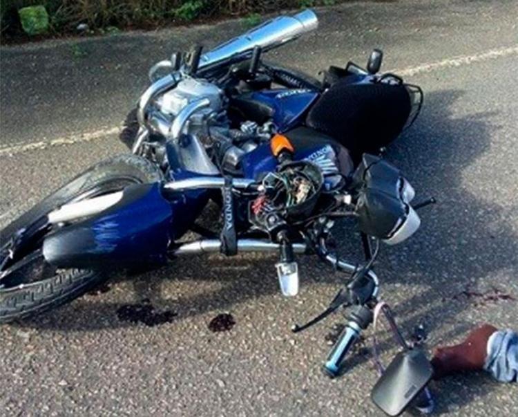 Vítimas foram achadas caídas ao lado das motos - Foto: Reprodução | Blog Marcos Frahm