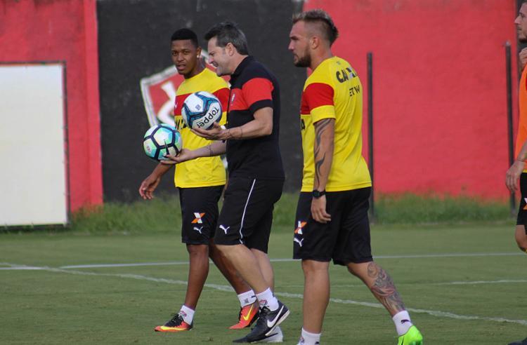 Treinador vai usar time misto neste domigo, 5, contra a equipe do Atlântico - Foto: Maurícia da Matta l EC Vitória