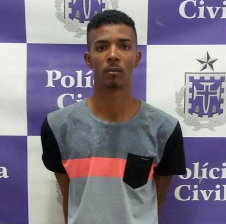 Ele ofereceu R$ 500,00, um revólver calibre 38, um relógio de pulso e uma corrente de ouro para policiais - Foto: Divulgação | Polícia Civil