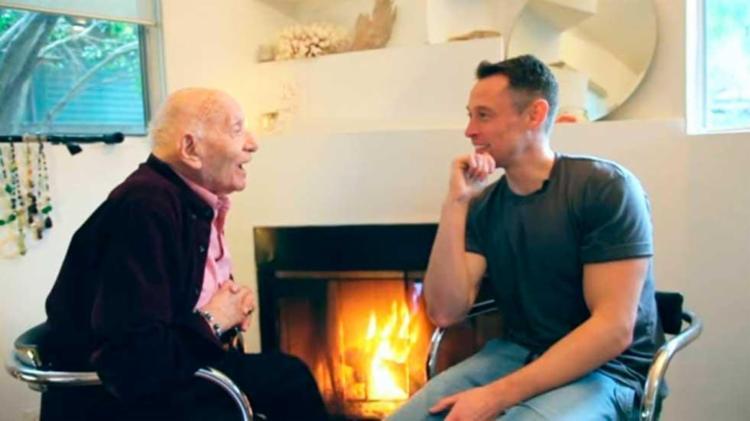 Roman deu entrevista ao youtuber Davey Wavey - Foto: Reprodução | Youtube