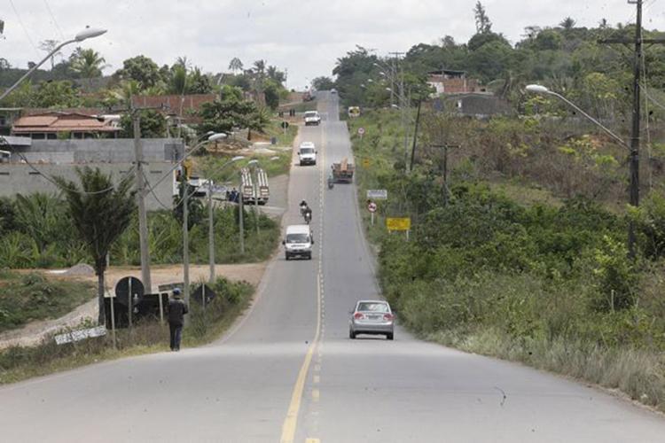 Malha viária da região de Candeias, na região metropolitana de Salvador, vem sendo alvo de melhorias - Foto: Luciano da Matta l Ag. A TARDE