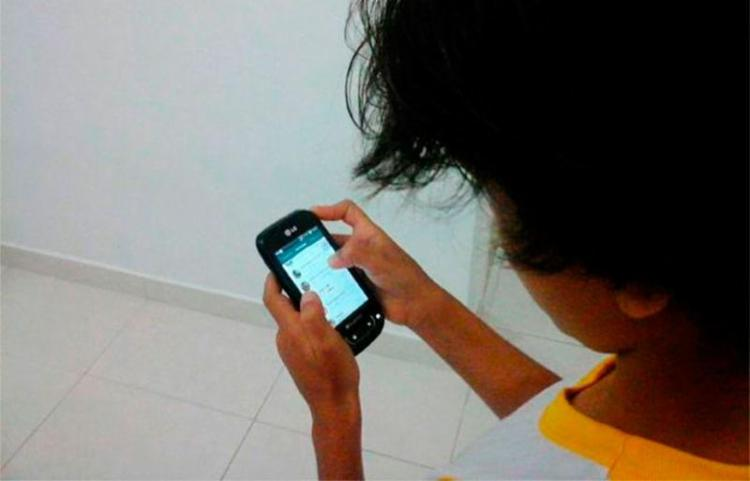 Radiação do celular pode atingir partes mais profundas do cérebro de crianças - Foto: Paula Pitta | Ag. A TARDE