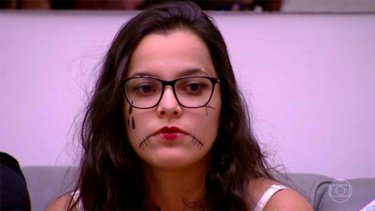 Emilly foi emparedada com Pedro e Marinalva - Foto: Reprodução | Rede Globo