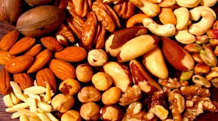 Dieta é baseada em muita gordura saturada, como frutas oleaginosas - Foto: Divulgação