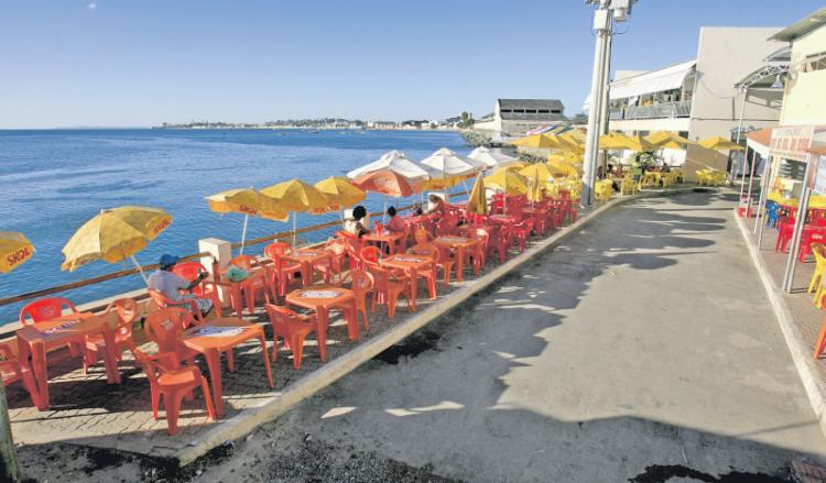 O Pôr do Sol da Diva, atrás da Feira de São Joaquim, serve comida caseira - Foto: Adilton Venegeroles   Ag. A TARDE