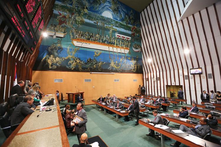Deputados começam a respirar clima de disputa, a um ano para as eleições gerais - Foto: Vaner Casaes l AL-BA
