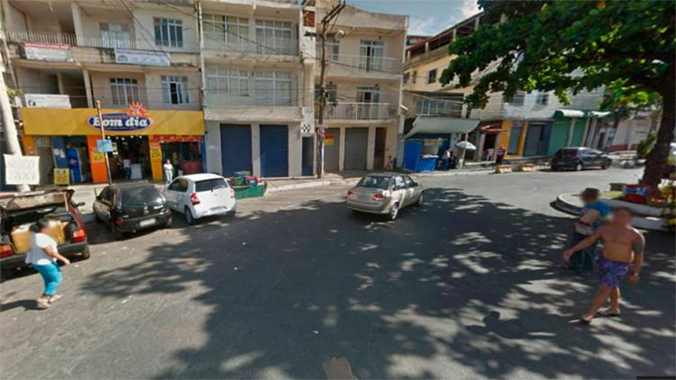 O corpo foi encontrado na frente do mercadinho Bom Dia em Pernambués - Foto: Reprodução | Google Maps