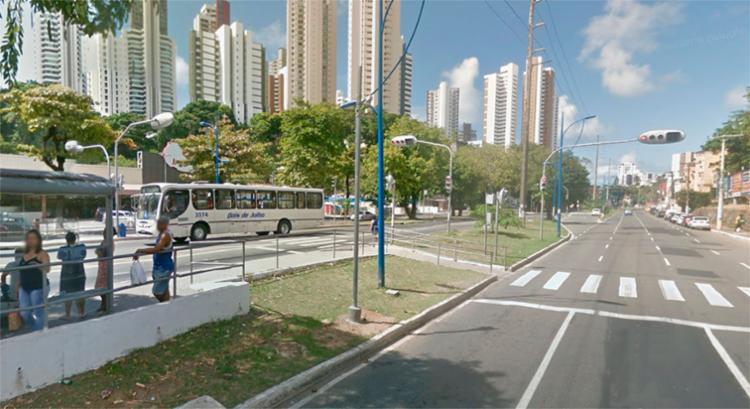 O carro estava parado em frente ao Bompreço na Vasco da Gama - Foto: Reprodução | Google Maps