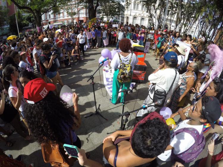 Concentração da manifestação acontece na Praça da Pìedade - Foto: Mila Cordeiro | Ag. A TARDE