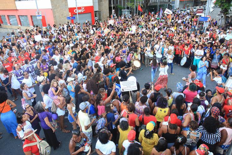 Mulhares reivindicaram o fim da violência de gênero - Foto: Mila Cordeiro l Ag. A TARDE