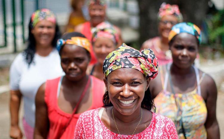 Camponesas fazem ativismo político com sorriso na face - Foto: Raul Spinassé   Ag. A TARDE