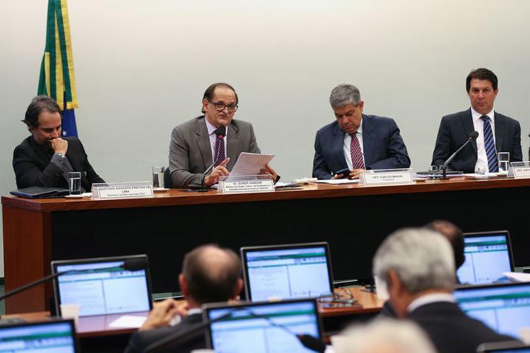 Arthur Maia (à dir.) diz que parte da regra de transição está 'muito mal formulada' - Foto: Fabio Rodrigues Pozzebom l Agência Brasil